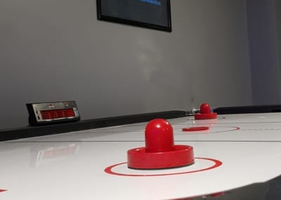 side view - air hockey - belfast - last level